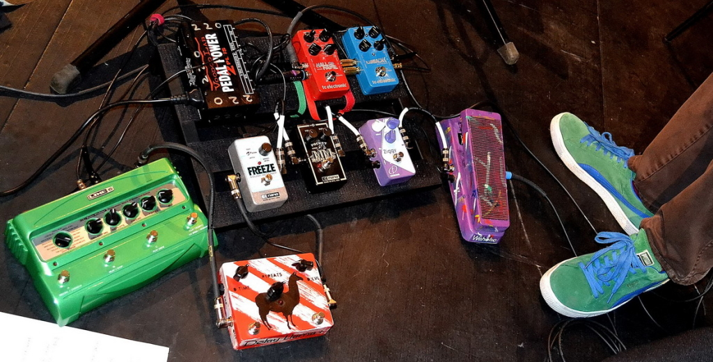 http://www.jampedals.com/wp-content/uploads/2015/07/frisell-1024x521.jpg