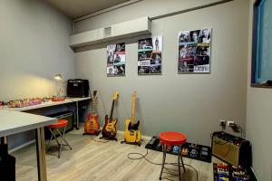 Jampedals.com Custom Pedal JAM pedals showroom 14